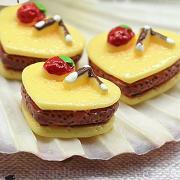 Шармик для слаймов Пирожное с клубничкой. Размер 1,5х1,5 см